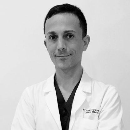 doctor cristian sepulveda en blanco y negro